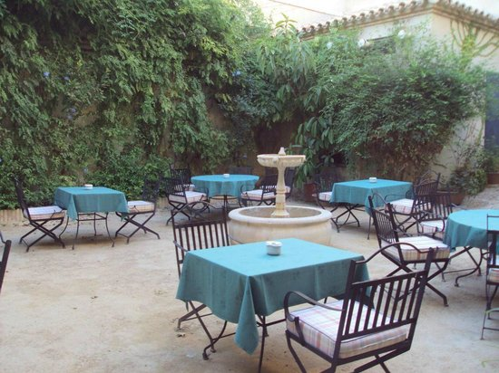 Hotel Palacio Marques de la Gomera: Terraza del bar dentro del hotel.