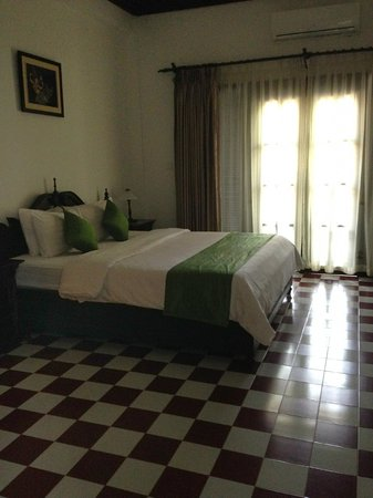 Chateau d'Angkor La Residence : Huge rooms but not the most comfortable beds