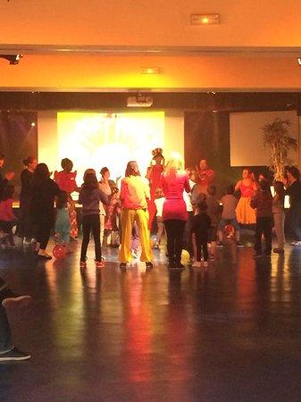 Pierre & Vacances Resort Cap Esterel: Mini club enfants danse du village