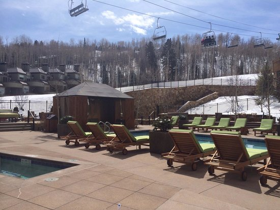 Viceroy Snowmass: Viceroy pool and cabanas slopeside
