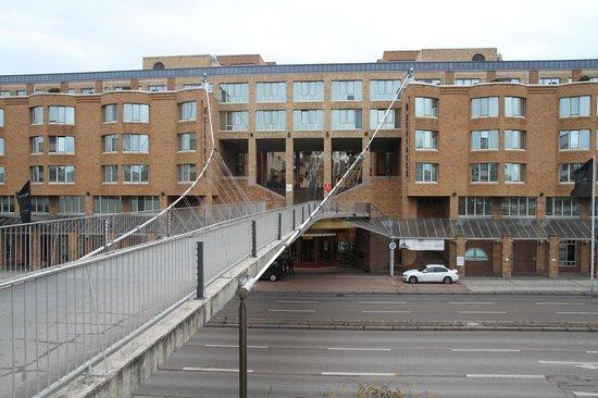 Le Meridien Stuttgart: Façade sur rue de l'hotel Le Meridien