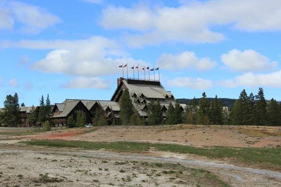 Old Faithful Inn : View from outside