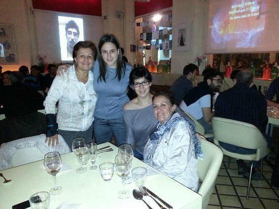 Carmelitas Tapas : On the left hand corner there's myself, the two hostesses and my sister.