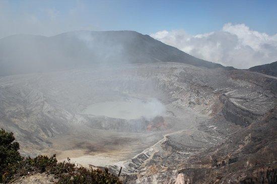 Poas Volcano : Main crater still spewing sulfur gas