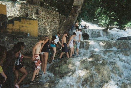 Dunn's River Falls and Park : Together we climb