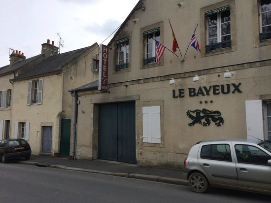 Hotel Le Bayeux : Front of hotel