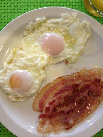 Mas Duc: Huevos con bacon para el desayuno.