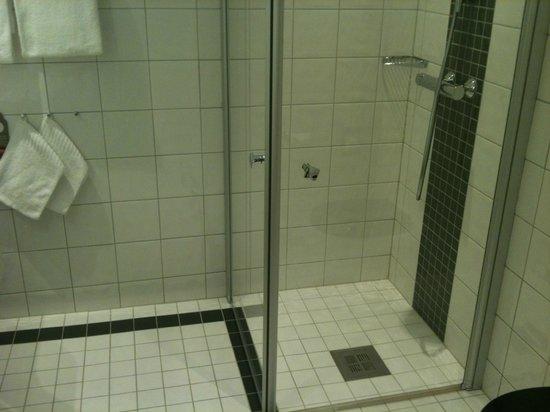 Thon Hotel Opera: Bathroom.