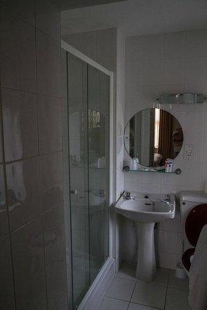 Legacy Hotel Victoria - Newquay: Bathroom (room 202)