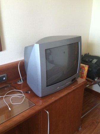 Holiday Inn Cagliari: Televisore della stanza