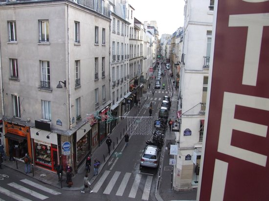 Hotel Le Petit Trianon: По улице Дофин К Ситэ.