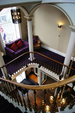 Chichester Harbour Hotel: Stairs & stairwell