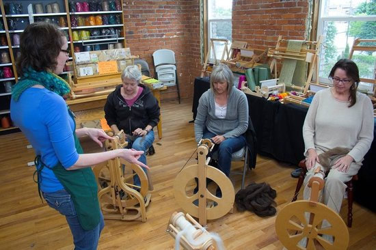 Paradise Fibers, Inc: Spinning on a Wheel Bascis Class with Taryn