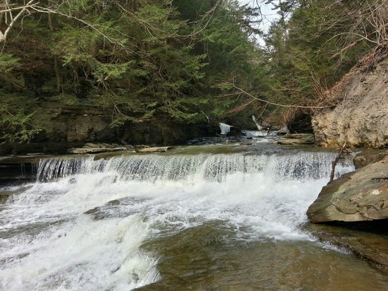 Sugar Creek Glen Campground: Lower waterfall at campground
