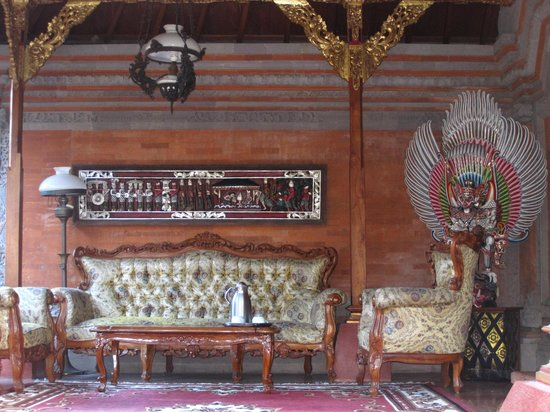 Puri Saren Agung: Porch of the pavillon