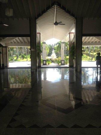 Hotel Riu Palace Macao: The hotel lobby