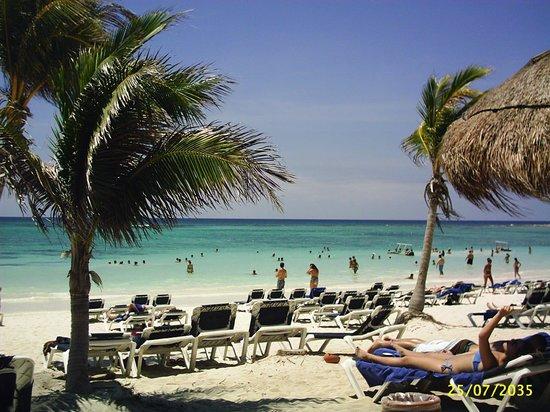 Grand Palladium Colonial Resort & Spa: Playa