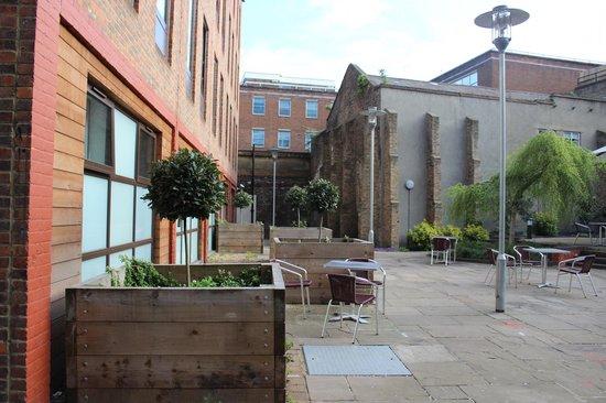 Point A Hotel, London Liverpool Street: Il giardino interno