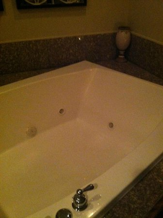 Belamere Suites: Double jacuzzi tub