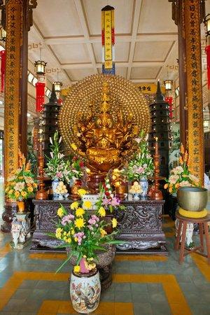 Long Son Pagoda : В храме