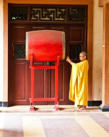 Long Son Pagoda : Монах