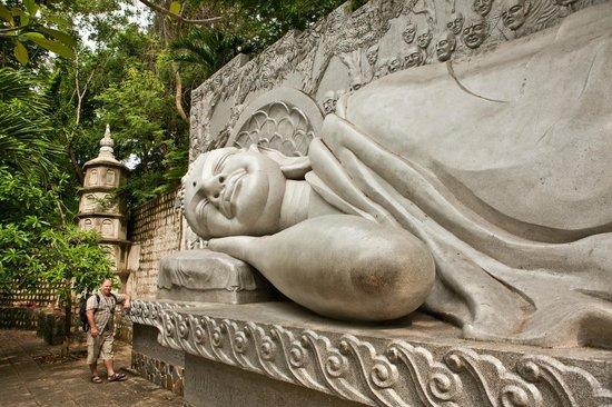 Long Son Pagoda : Лежащий