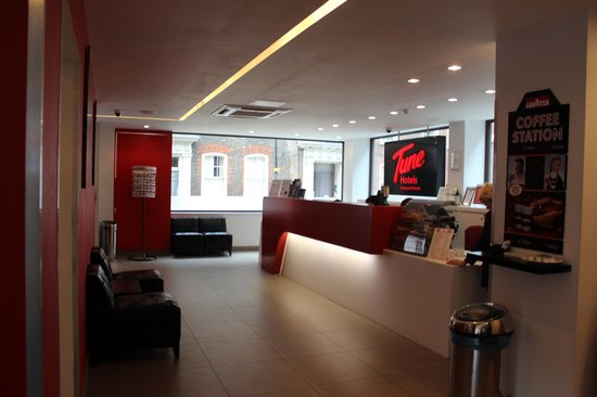 Tune Hotel - London, Liverpool Street: La reception