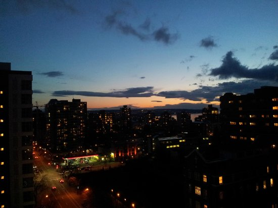 Sheraton Vancouver Wall Centre: The view at night from my balcony