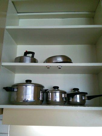 Ilima Hotel : 鍋類はこれだけあれば充分。
