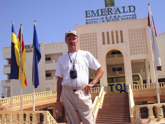 Golden 5 Emerald Resort: Около входа в отель