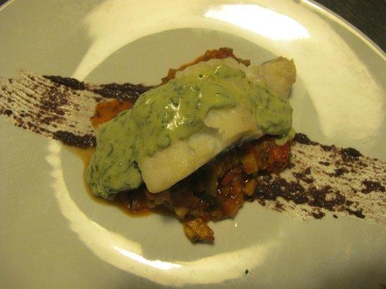 Imprevist Restaurant: Bacalao con ratatouille, puré de aceitunas negras y mayonesa de albahaca