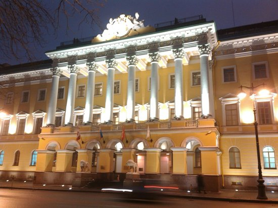 Four Seasons Hotel Lion Palace St. Petersburg: Многострадальное здание нашло хозяина