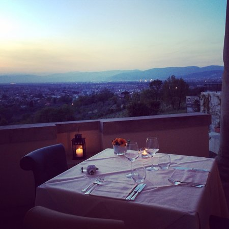 Villa Tolomei Hotel and Resort: View on the terrace at dinner