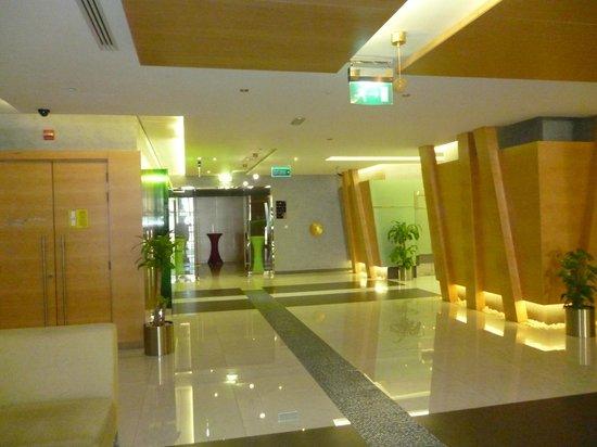 Al Khoory Executive Hotel – Al Wasl: Belle décoration des couloirs