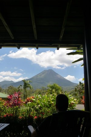 Arenal Manoa Hotel : View of the volcano from our room (husband viewing from porch)