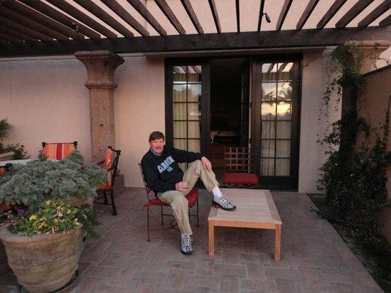 Hotel Encanto de Las Cruces: the patio outside of our room