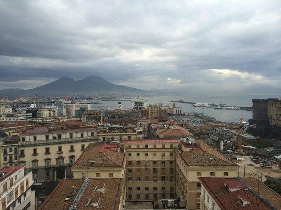 Renaissance Naples Hotel Mediterraneo: Vista dalla terrazza