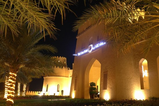 Tilal Liwa Hotel: Front of the Hotel