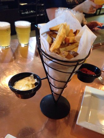 Brewery Ommegang : Frites with sweet ketchup and traditional aioli.