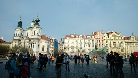 Discover Prague Tours : @Old Twon square