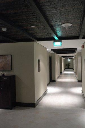 Tilal Liwa Hotel: Hallway to our room