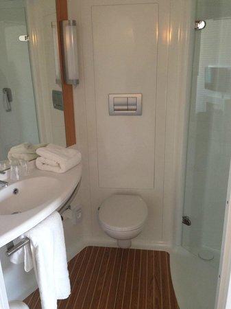 Ibis Edinburgh Centre South Bridge: Shower Room