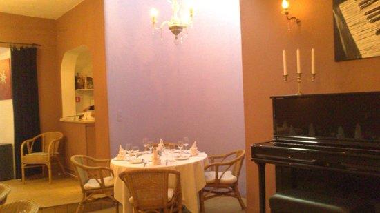 Cachoa Restaurant: Inner dining area