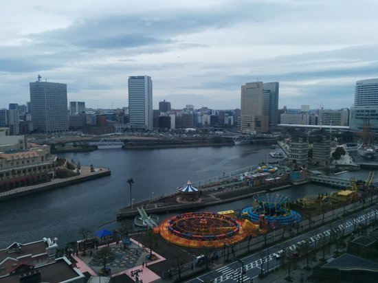 The Yokohama Bay Hotel Tokyu : Looking the other way from our room