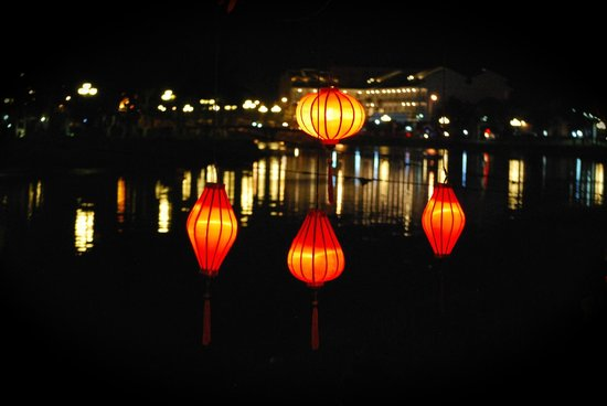 Nhi Trung Hotel: waterfront town centre Hoi An