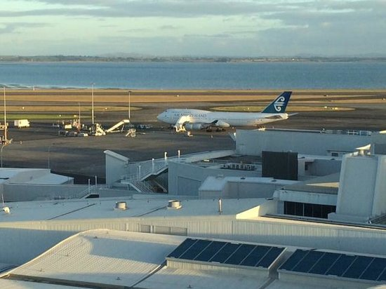 Novotel Auckland Airport: View of tarmac