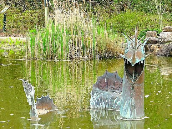 New Hanover County Arboretum: dragon sculpture