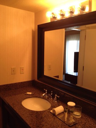DoubleTree Suites by Hilton Tucson Airport: Bathroom