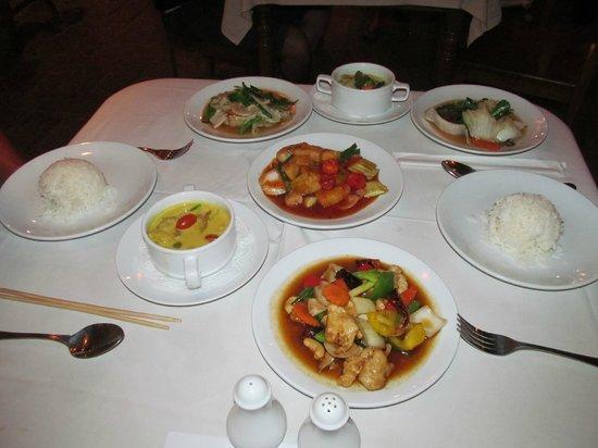 Thai House Beach Resort: Бесплатный ужин.