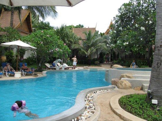 Thai House Beach Resort: Бассейн.